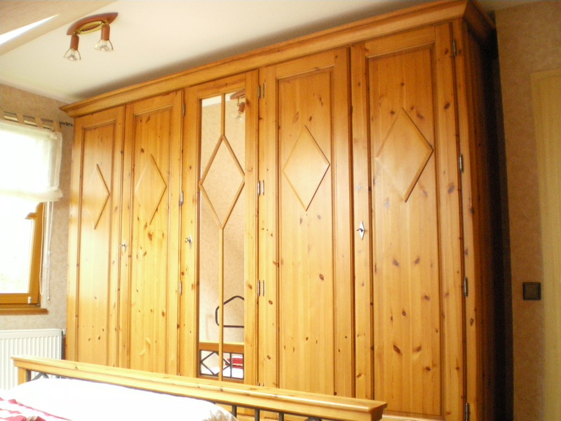 29da56265fadcf Komplettes Schlafzimmer 5 teilig Massivholz an Selbstabholer - Sonstige  Schlafzimmermoebel - Leichlingen