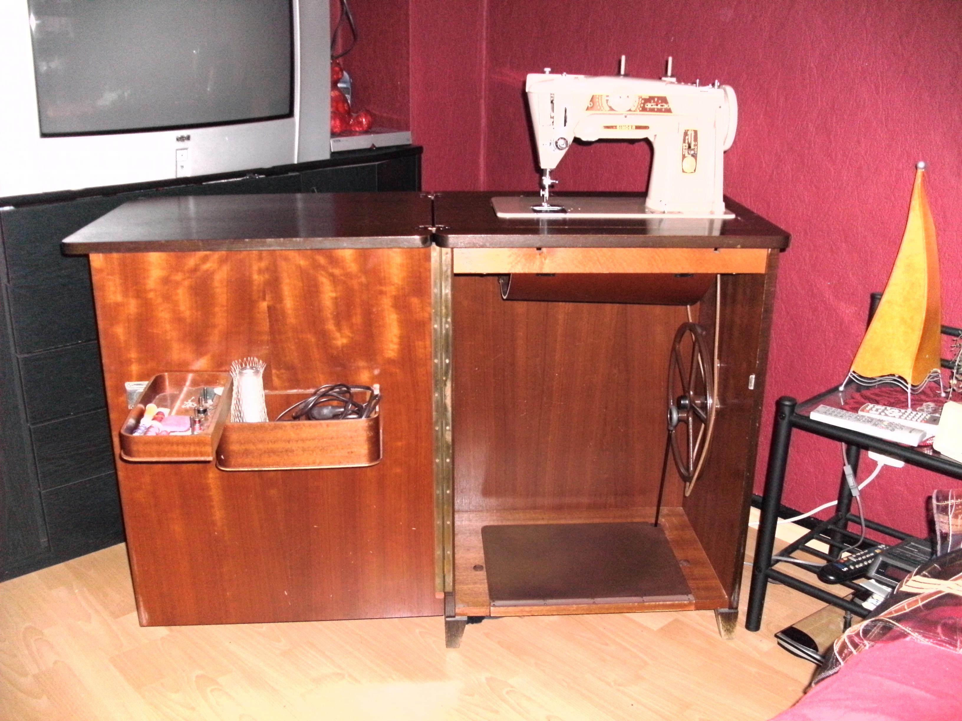 kostenlose n hmaschine kleinanzeigen. Black Bedroom Furniture Sets. Home Design Ideas